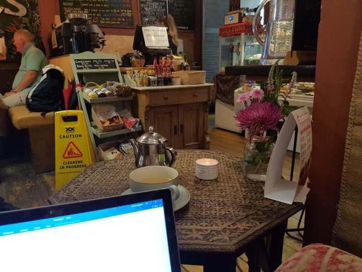 L's Coffee & Bookshop
